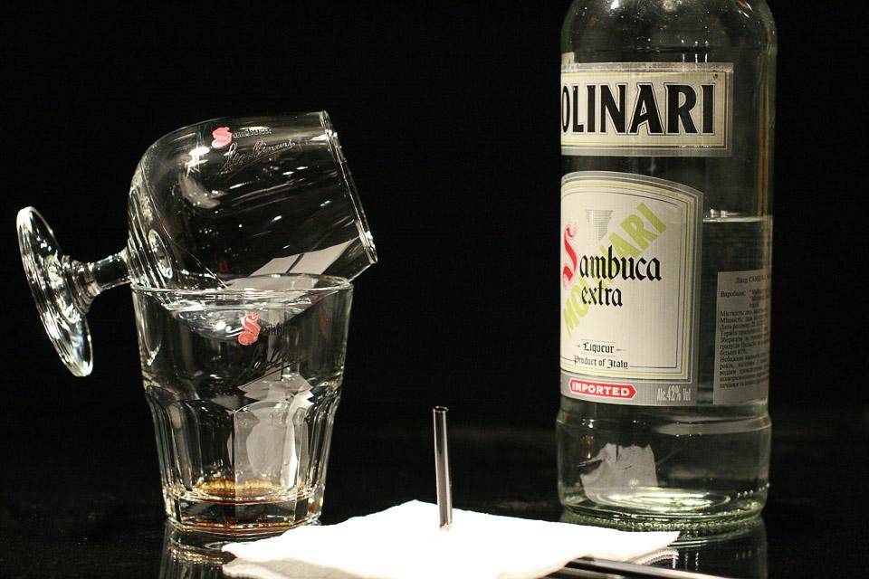 Ликер Самбука — пьем с огоньком