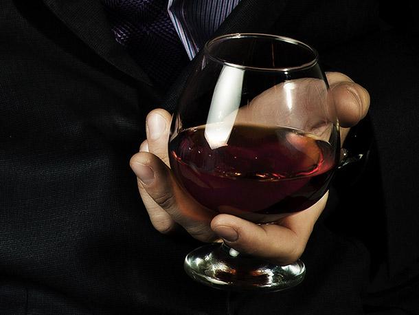 Как правильно пить бренди — особенности алкогольного этикета