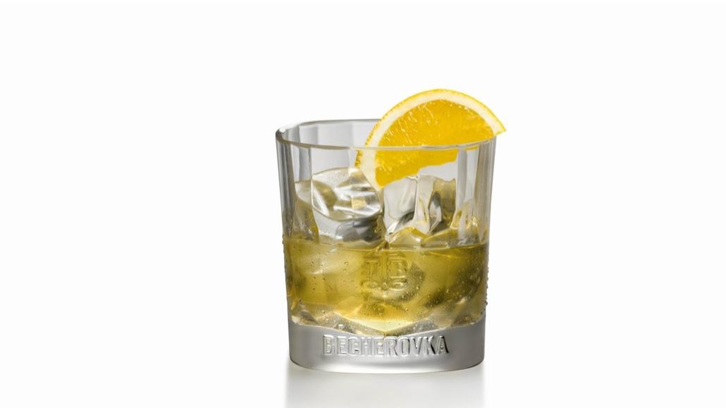 Бехеровка — как пить ликер и чем его закусывать