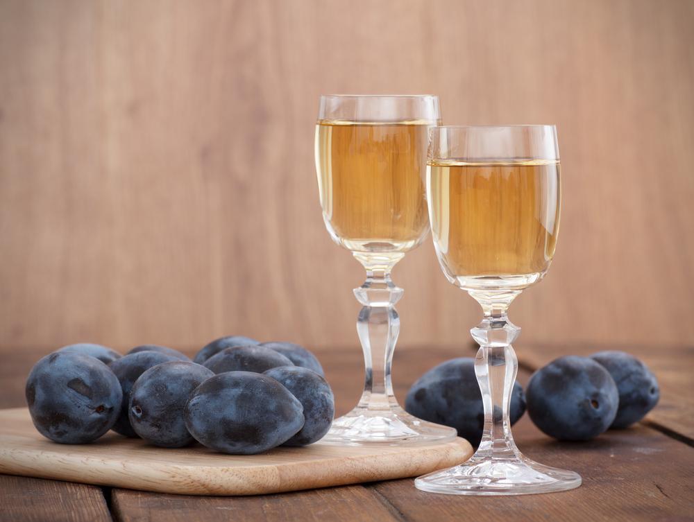 Как приготовить сливовое вино в домашних условиях