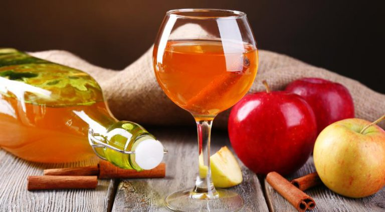 Как в домашних условиях сделать яблочное вино